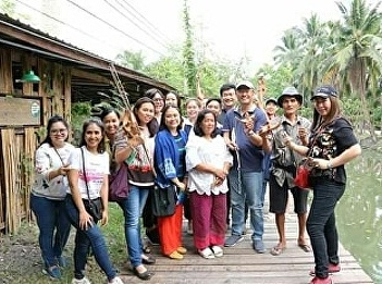 Lecturers and a group of students of Tourism Management Program joined  OTOP Developing Project